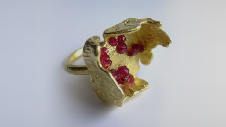 Boxcast Ring 18k gold, rubies
