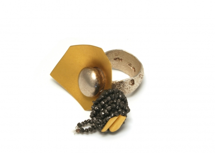 Enhancement, ring 2011, pure silver (silver ring- fast ASHANTI with casting head, modelled with clay in the negative), pure gold 24ct, black rough diamonds