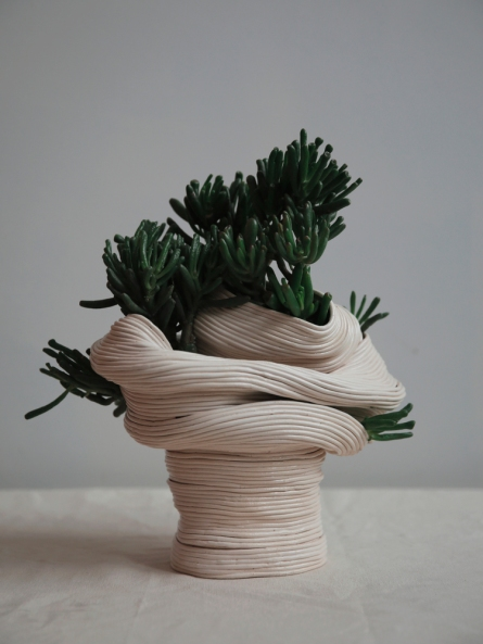 zhu-ohmu-standing vessel with twisted torso 2016